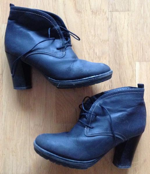 00e41e1bca3e ... čierne nezateplené členkové topánočky - čižmy č. 37