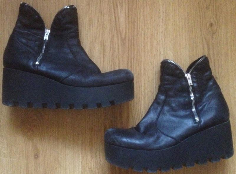 4bca61713156 Dámske čierne kožené členkové topánky na platforme č. 40